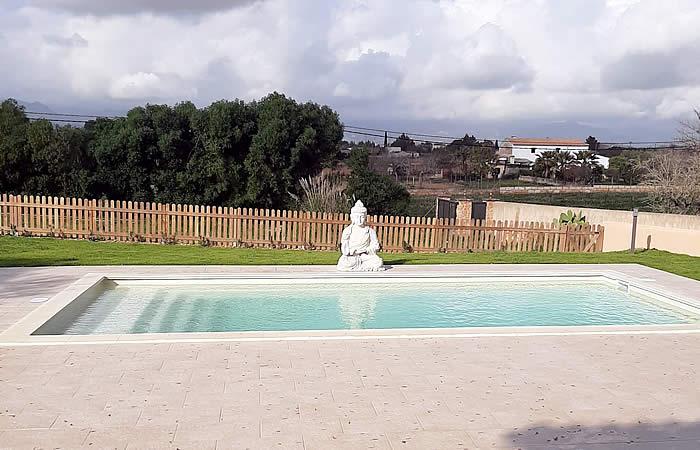 piscina de fibra wide 85 con embaldosado perimitral